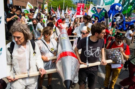 Le 7 juillet dernier, 2000 personnes ont manifesté contre la politique guerrière de Trump dans le cadre de sa venue à Bruxelles pour le sommet de l'Otan. (Photo Solidaire, Dieter Boone)