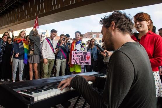 En une journée, des étudiants ont rassemblé 1 000 Gantois contre le racisme et la haine, contre le fascisme et l'extrême droite, contre Schild & Vrienden. (Photo Solidaire, Geertje Franssen)