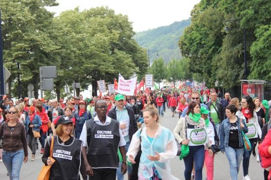 10000 personnes ont manifesté le 25 juin à Namur contre la réforme des points APE que veut imposer le gouvernement wallon. Et ce 20 septembre, une nouvelle manifestation est prévue. (Photo CGSP Admi Liège)