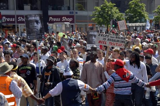 """Manifestation organisée par l'Union de défense des sans-papiers (UDEP) le dimanche 18 juin 2006. «La """"loi UDEP"""" sert toujours de base au combat des travailleurs sans-papiers», selon l'ex-porte-parole et coordinateur du mouvement, Ali Guissé. (Photo Solidaire, Antonio Gomez Garcia)"""