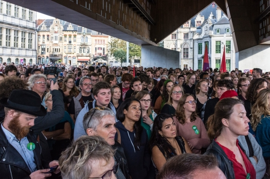 """Le 6 septembre, une masse de gens se sont rassemblés à Gand pour lancer le message: """"Pas de haine dans notre ville"""". (Photo Solidaire, Geertje Franssen)"""