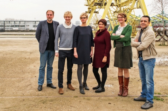 La nouvelle coalition de Groen, du PTB et du sp.a à Borgerhout, avec de gauche à droite : Luc Moerkerke (Groen), Ben Van Duppen (PTB), Stephanie Van Houtven (sp.a), Mariam El Osri (Groen), Marij Preneel (Groen) et Omar Al Jattari (Groen). (Photo Solidaire, Karina Brys)