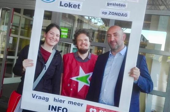 Action du PTB à Genk contre la fermeture des guichets. (Photo Solidaire)