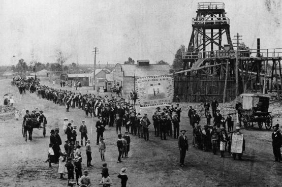 Manifestation de 1890 pour la journée des 8 h en... Australie.