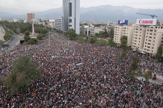 Le président chilien remanie son gouvernement, nouvelles violences