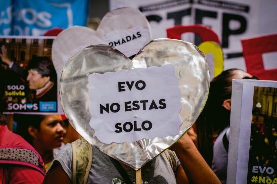 Partout sur le continent latino-américain, des manifestations populaires en soutien du pouvoir socialiste victime d'un coup d'État sont organisées. Comme ici à Buenos Aires (Argentine). (Photo Shutterstock)