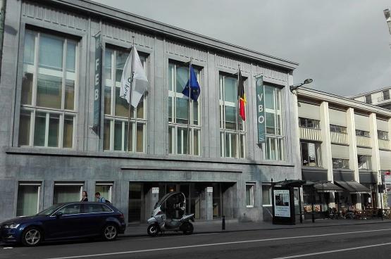 Le siège de la FEB se trouve à quelques mètres du Parlement. Pratique... (Photo VanessaHDI2.2018, Wikimedia commons)