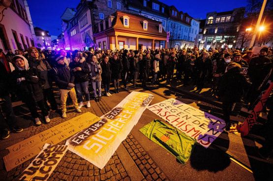 Dès l'annonce de l'accord entre les libéraux, les chrétiens-démocrates et l'extrême droite, des milliers de personnes se sont rassemblées devant le Parlement régional de Thuringe. (Photo Imago)