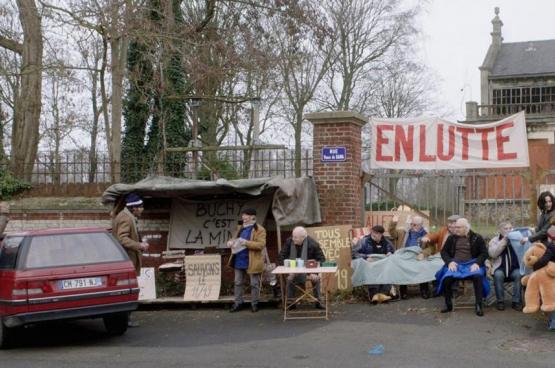 Les mineurs pensionnés refusent la destruction des restes de la mine. (image tirée du film)