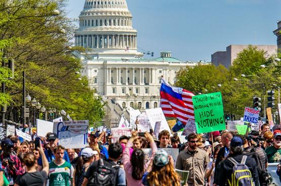 « Les Américains en ont marre de la dérive inégalitaire », selon l'économiste Gabriel Zucman. En photo, une « Tax march » demandant une fiscalité plus juste, en 2017 à Washington. (Photo Ted Eytan)