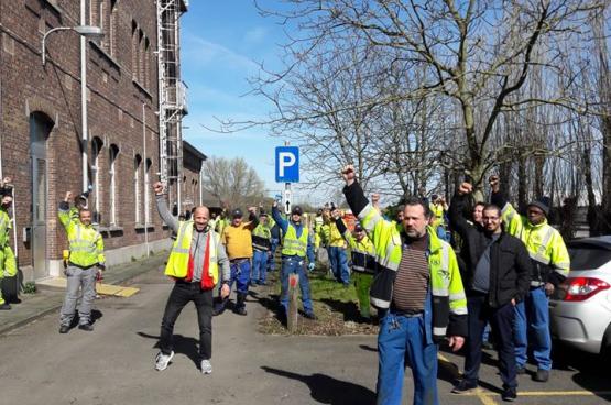 Le 16 mars, les travailleurs de l'atelier de Schaerbeek se sont rassemblés devant le bureau de la direction.