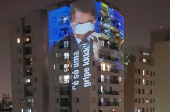 Bolsonaro ferme les yeux et minimise la gravité de la pandémie.