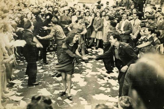 Fête de la victoire en Grande-Bretagne en mai 1945 (Photo DR)