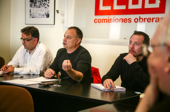 Agustin Martin (au milieu) , secrétaire général de la Fédéra-tion industrie de la Confédéra-tion syndicale des Commissions ouvrières (CCOO). (Photo CCOO)