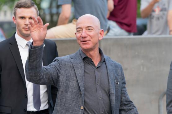 Jeff Bezos, patron d'Amazon et homme le plus riche du monde, a vu sa fortune augmenter de 18 milliards depuis le début de la crise... (Photo Shutterstock)