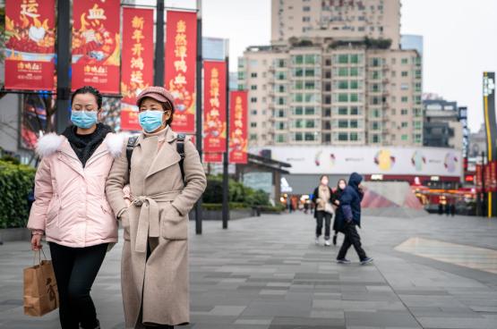 Aux quatre coins du monde, les politiciens d'extrême droite répètent cette même devise : c'est la faute de la Chine. Au Brésil, un ministre du gouvernement Bolsonaro a même été jusqu'à affirmer que le coronavirus faisait partie d'un plan chinois de domination mondiale. (Photo Ihor Sulyatytskyy/Shutterstock)
