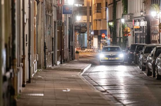 Une voiture de police patrouille dans les rues d'Anvers. (Photo Belga)