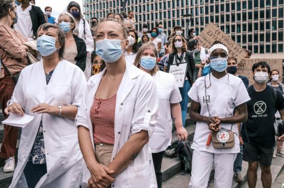 Régulièrement, le collectif La Santé en lutte organise des actions de sensibilisation autour du financement des soins de santé et de la Sécu en général partout dans le pays. Comme ici, le 15 juin, à Bruxelles. (Photo La santé en lutte)