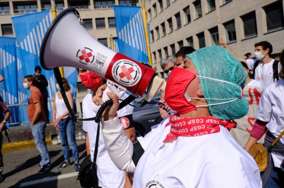 La Santé en lutte est un collectif de travailleuses et de de travailleurs de la santé, du privé et du public, des hôpitaux et d'ailleurs, syndiqués ou non, qui ont décidé de se mobiliser pour leur secteur et les personnes qui y passent. (Photo Alexandros Michailidis/Shutterstock)