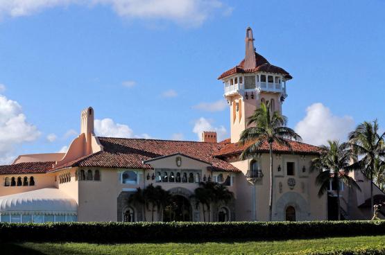 La villa de Trump à Palm Beach : plus de 120 chambres, un terrain de golf, un club privé et un spa. Un homme de la classe ouvrière ? (Photo Belga)