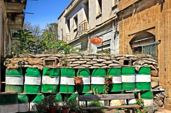 Nicosie, la capitale de Chypre, est divisée par une frontière, comme l'ensemble de l'île : une partie est occupée par les Chypriotes grecs, l'autre par les Chypriotes turcs. (Photo Heracles Kritikos/Shutterstock)