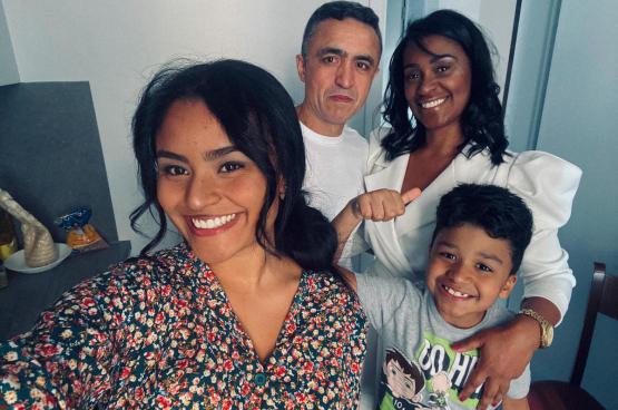 Voici la famille Silva : Simone, Osmar, Caroline et Lorenzo. En août, Osmar, le papa, est mort sur un chantier, à cause du manque de protection. En 2020 en Belgique, le travail tue toujours... (Photo DR)