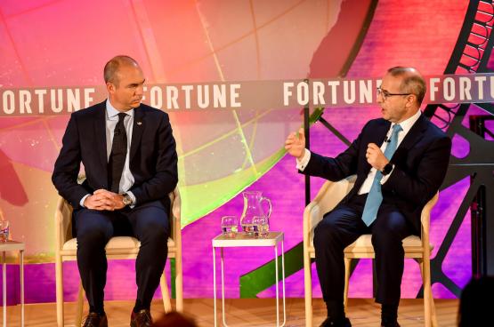 Le PDG de McKinsey, Kevin Sneader (à droite), au « Fortune Global Forum en 2019 (Photo Stuart Isett)