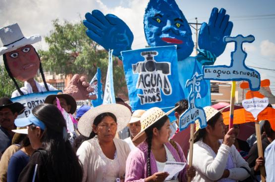 Défilé à l'occasion des 10 ans de la victoire de la guerre de l'eau en Bolivie. (Photo Flickr)