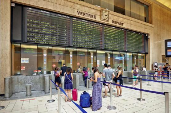 De 208 guichets ouverts en 2007, la SNCB veut n'en maintenir que 91 ouverts d'ici fin 2021. (Photo Solidaire)