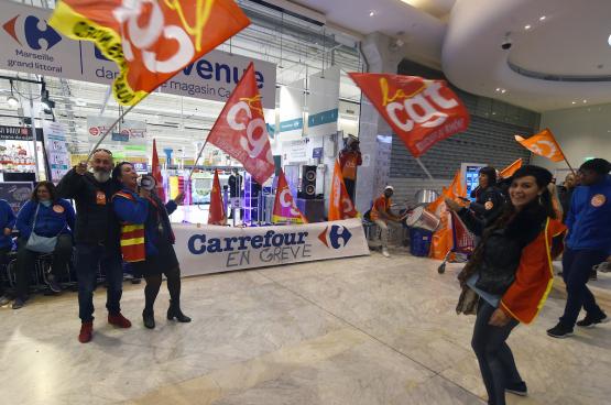 Chez Carrefour, comme ailleurs, la seule façon de se faire entendre pour les travailleurs est de mener des actions, comme ici à Marseille en 2018. (Photo Boris Horvat/AFP)