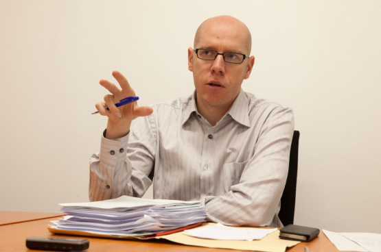 Jan Buelens, avocat en droit du travail et professeur à l'Université Libre de Bruxelles : « La loi est subordonnée à la lutte. La question qui suit est : comment lutter ? Il faut continuer de faire la grève. » (Photo Solidaire, Fabienne Pennewaert)