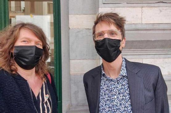 Nele Vandenbempt (médecin à Médecine pour le Peuple Schaerbeek) et Merlijn Erbuer (directeur administratif du KVS)
