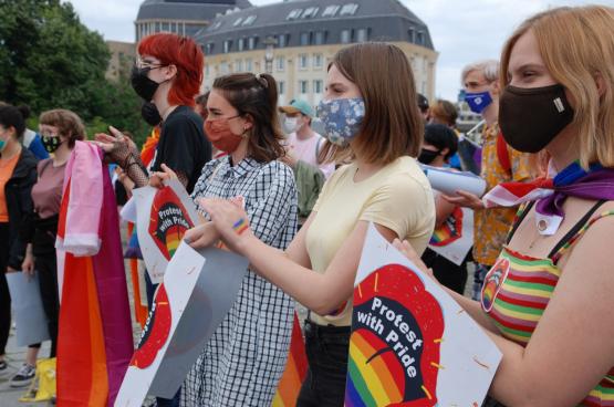 Le 28 juin à Bruxelles, RedFox et Comac se sont mobilisés pour que chacun ait le droit d'être libre et soi-même. (Photo Solidaire)