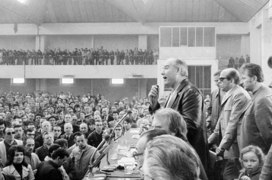 Les talents d'orateur de Dussart ont rapidement fait de lui une figure importante dans le syndicat..